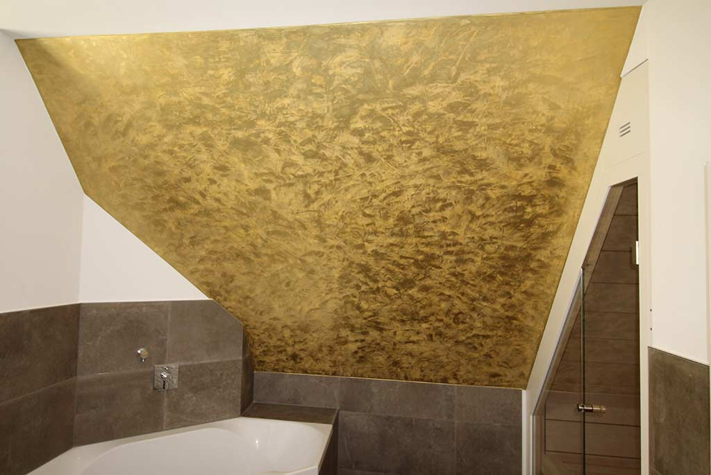 Decke mit Spachteltechnik in Gold