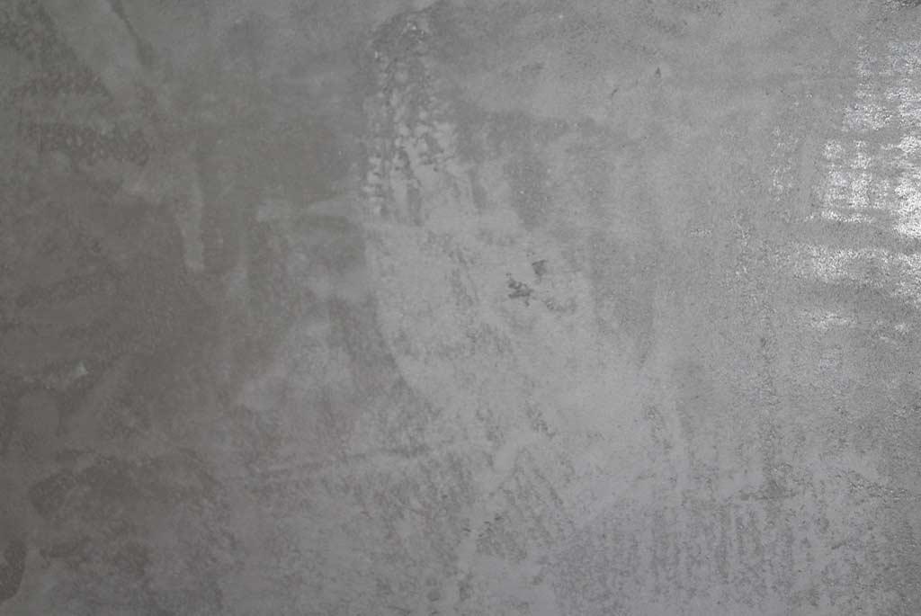 Wand in Betonoptik gestaltet